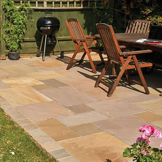 Country Buff Sandstone Paving per mtr