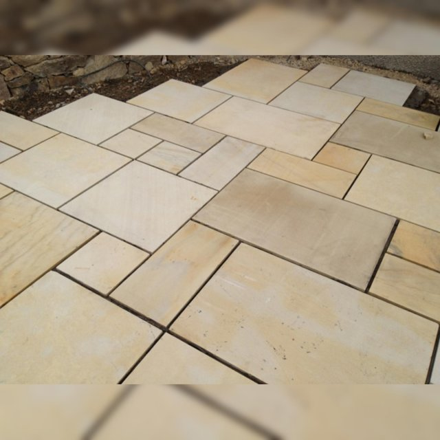 Sawn Honed White Mint Paving per mtr