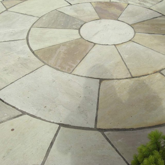 Hand Cut Circle Fossil Mint Sandstone Paving 3.6m